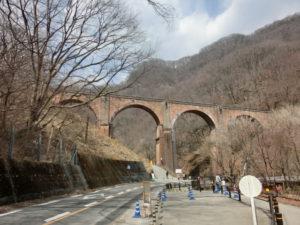 旧国道18号からめがね橋を撮影