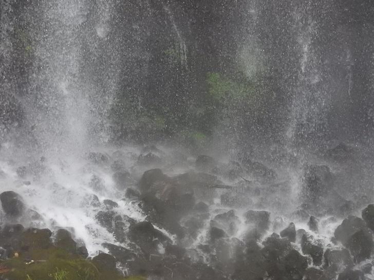 マイナスイオン白糸の滝
