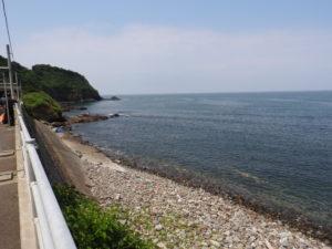 青海川駅と海