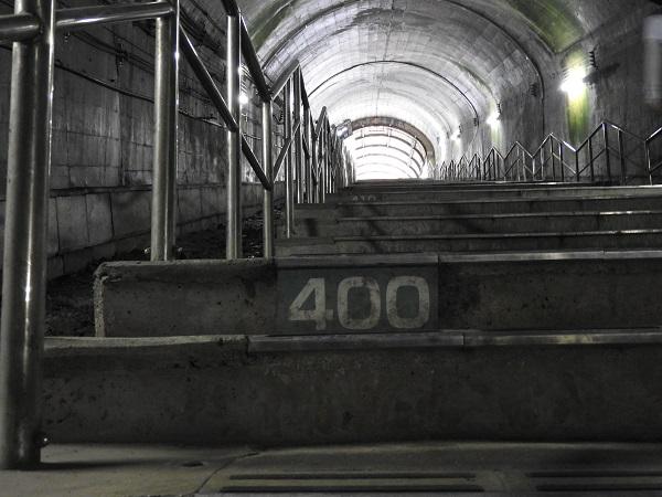 土合駅下り地下ホーム