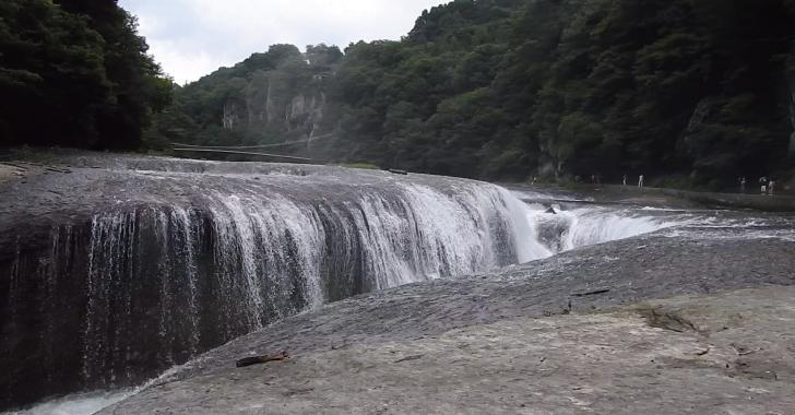 群馬県沼田市の吹割の滝