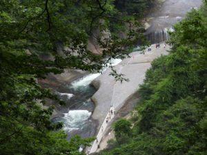 遊歩道から吹割の滝