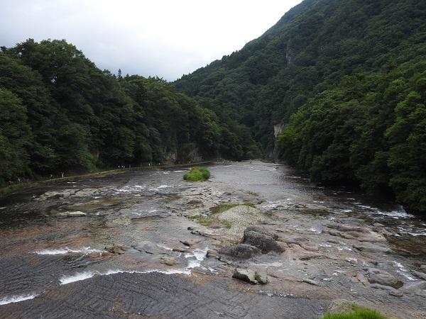 吹割の滝架け橋から見た下流